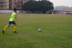 Campo de fútbol en la escuela Fotos de archivo libres de regalías