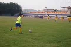 Campo de fútbol en la escuela Imagenes de archivo