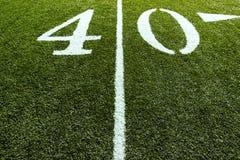 Campo de fútbol en la línea de yardas 40 fotografía de archivo libre de regalías