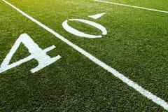 Campo de fútbol en la línea de yardas 40 Imágenes de archivo libres de regalías