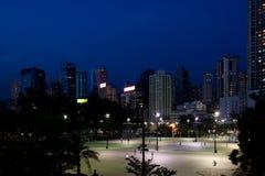 Campo de fútbol en oscuridad Fotografía de archivo
