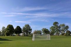 Campo de fútbol grande del cielo foto de archivo libre de regalías