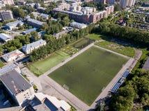 Campo de fútbol sin las fans imagenes de archivo