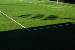 Campo de fútbol y líneas fotos de archivo