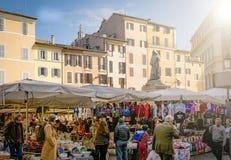 Campo DE Fiori historische voedselmarkt in Rome stock foto's
