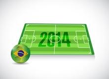 Campo de fútbol 2014 del Brasil y ejemplo de la bola Imagen de archivo