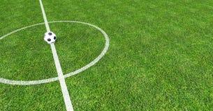 Campo de futebol com bola de futebol no centro Fotos de Stock Royalty Free