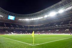 Campo de futebol Futebol do relógio dos povos dos suportes Imagem de Stock Royalty Free