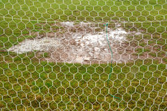 Campo de futebol molhado Fotos de Stock
