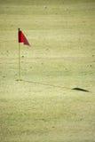 Campo de golf con la bandera Imagen de archivo