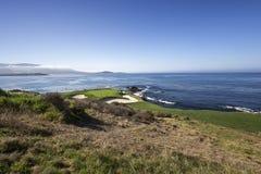 Campo de golf de la costa costa en California Imágenes de archivo libres de regalías