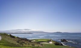 Campo de golf de la costa costa en California Foto de archivo libre de regalías