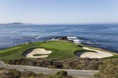 Campo de golf de la costa costa en California Imagen de archivo libre de regalías
