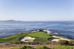 Campo de golf de la costa costa en California Fotos de archivo libres de regalías