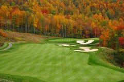 Campo de golf de la montaña del otoño Fotos de archivo libres de regalías