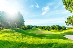 Campo de golf en el campo Imagenes de archivo
