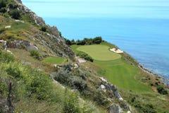 Campo de golf en la costa Imágenes de archivo libres de regalías