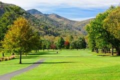 Campo de golf en las montañas Imagen de archivo libre de regalías