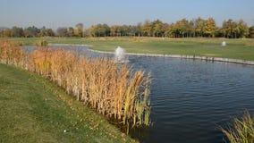 Campo de golf en Mezhigirya, Ucrania almacen de metraje de vídeo