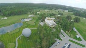 Campo de golf de la visión aérea, charcas y céspedes verdes del campo de golf Arcones de la arena en el campo de golf hermoso Fotos de archivo