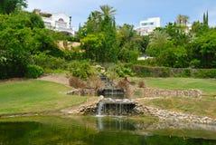 Campo de golf verde Imágenes de archivo libres de regalías