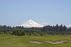Campo de golfe com montanha 2 Imagem de Stock Royalty Free