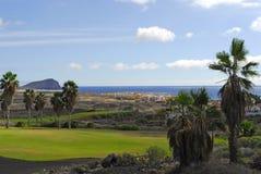 Campo de golfe com opinião de oceano Fotos de Stock Royalty Free