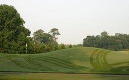 Campo de golfe com orvalho imagem de stock royalty free