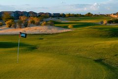 Campo de golfe do por do sol Fotografia de Stock Royalty Free