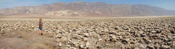 Campo de golfe dos diabos do Vale da Morte - panorama Foto de Stock