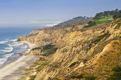 Campo de golfe em penhascos do oceano, Califórnia Imagem de Stock Royalty Free