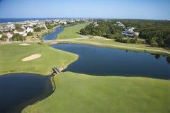 Campo de golfe litoral. foto de stock royalty free