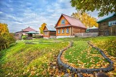 Campo de golfe nas folhas de outono Imagem de Stock Royalty Free