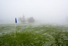 Campo de golfe nevoento Foto de Stock Royalty Free