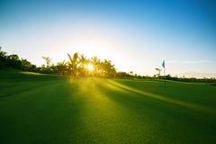 Campo de golfe no campo Imagens de Stock