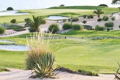 Campo de golfe pelo oceano Foto de Stock