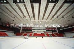 Campo de hielo en palacio de los deportes antes del emparejamiento Imagen de archivo