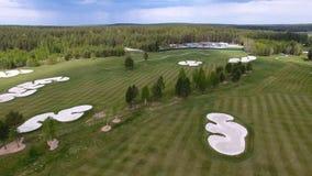 Campo de hierba verde al aire libre del campo de golf del verde de la visión superior Visión aérea desde el abejón del vuelo Fotografía de archivo