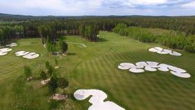 Campo de hierba verde al aire libre del campo de golf del verde de la visión superior Visión aérea desde el abejón del vuelo Fotos de archivo