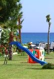 Campo de jogos ao lado da praia fotografia de stock royalty free