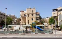 Campo de jogos com os judeus ultra ortodoxos Foto de Stock Royalty Free
