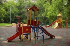 Campo de jogos das crianças na jarda Fotografia de Stock
