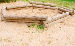 Campo de jogos de madeira da areia fotos de stock royalty free