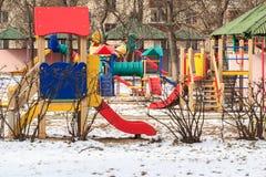 Campo de jogos exterior das crianças durante o inverno Fotografia de Stock