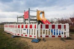 Campo de jogos fechado em Alemanha foto de stock royalty free