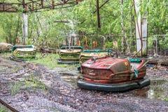 Campo de jogos obsoleto dos carros no parque de Pripyat Fotografia de Stock Royalty Free