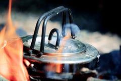 Campo de la caldera cerca del fuego Imagen de archivo libre de regalías