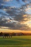 Campo de la práctica del balompié en la puesta del sol Fotografía de archivo