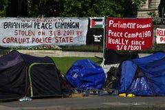 Campo de la protesta en el cuadrado 1 del parlamento fotografía de archivo