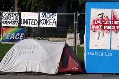 Campo de la protesta en el cuadrado 3 del parlamento fotografía de archivo